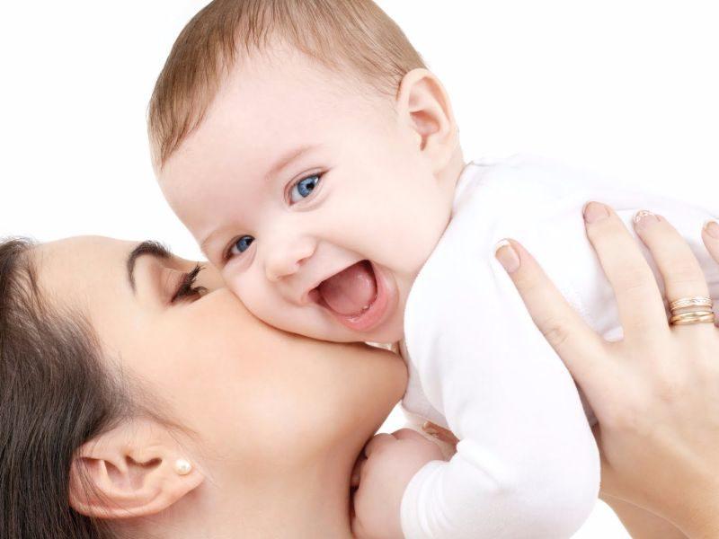 Όσα χρόνια κι αν περάσουν μέσα στο μυαλό και στην καρδιά μιας μαμάς θα  υπάρχουν πάντοτε μερικές στιγμές που μοιράστηκε με τα παιδιά της 96543e8d343